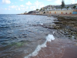 plaja cu nisip Buggiba Malta