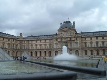 ce e de vizitat in Paris Muzeul Louvre