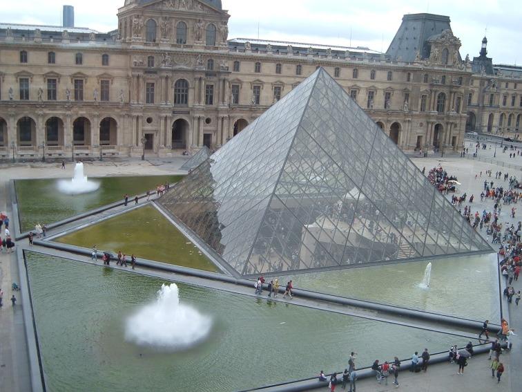 piramida Louvru, cele mai frumoase obiective turistice din Paris