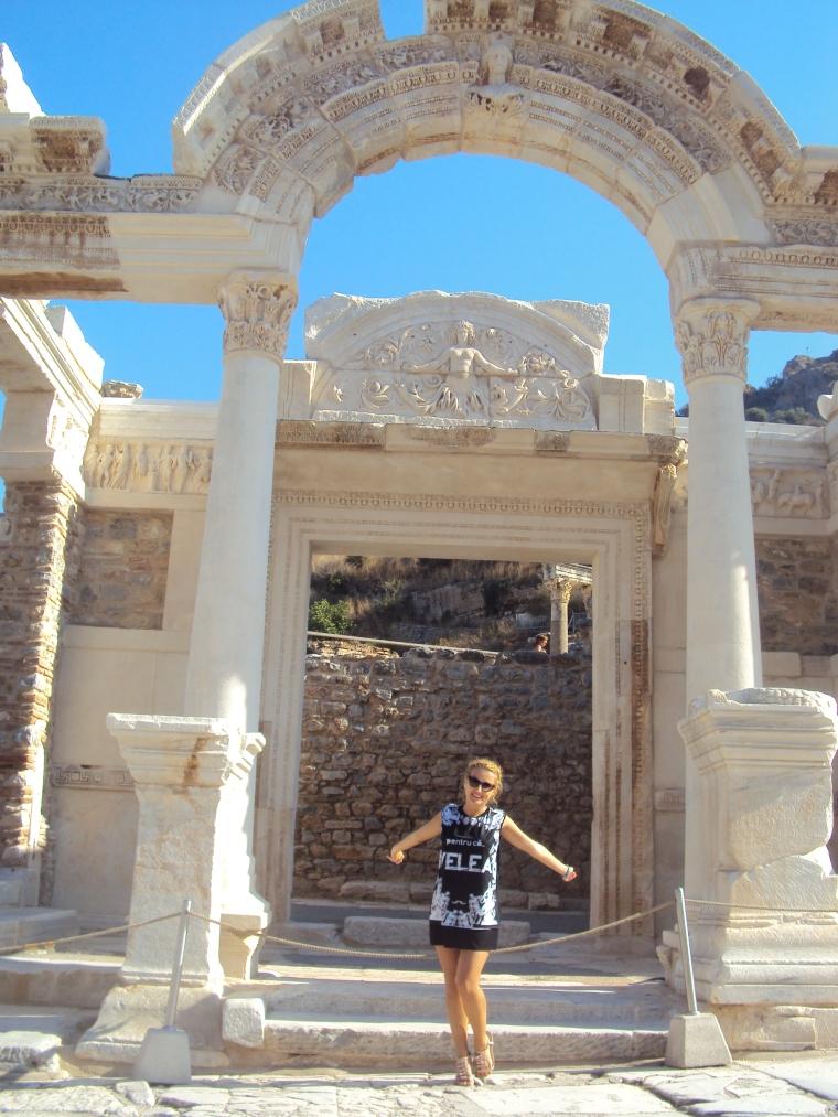 Templul lui Hadrian - cel mai frumos obiectiv turistic de la Efes