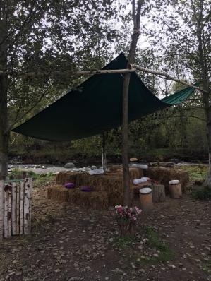 Terasa pe malul raului