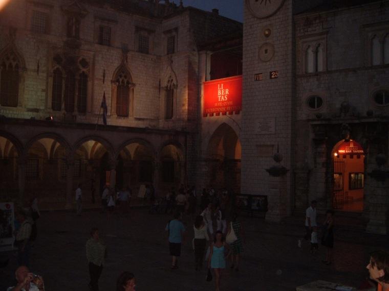 piata-de-la-palatul-rectorilor-din-dubrovnik-croatia