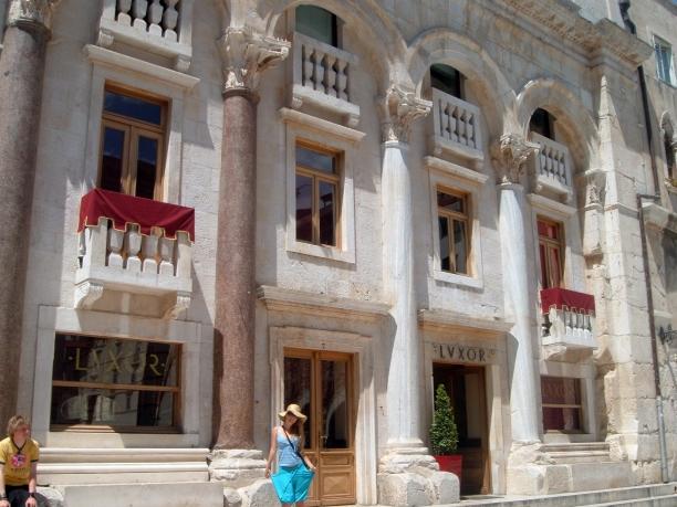 piata-in-palatul-lui-diocletian