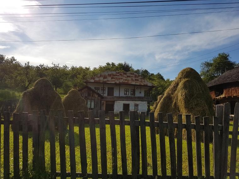 Casa veche de 100 de ani din Comuna Corbi
