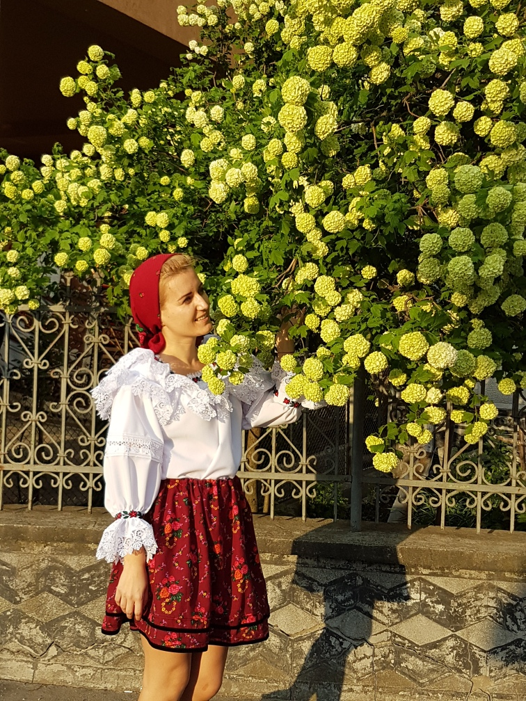 costum traditional din Maramures
