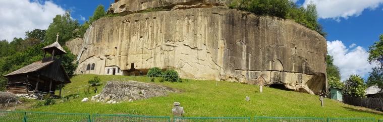 manastirea rupestra Corbii de Piatra Arges
