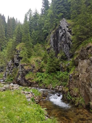 Valea Cernei drum prin Muntii Fagaras