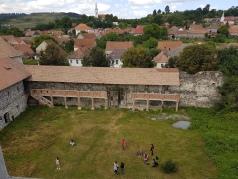 curtea interioara a castelului sukosd bethlen (3)