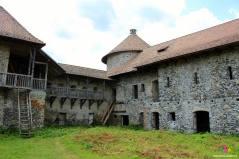 curtea interioara a castului Sükösd-Bethlen de la Racos