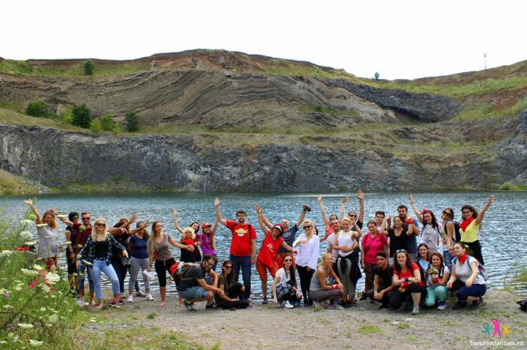 grupul Hai sa socializam la Lacul de Smarald Racos