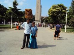 turban de covrigi langa obeliscul egiptean din Piata Hipodromului Istanbul