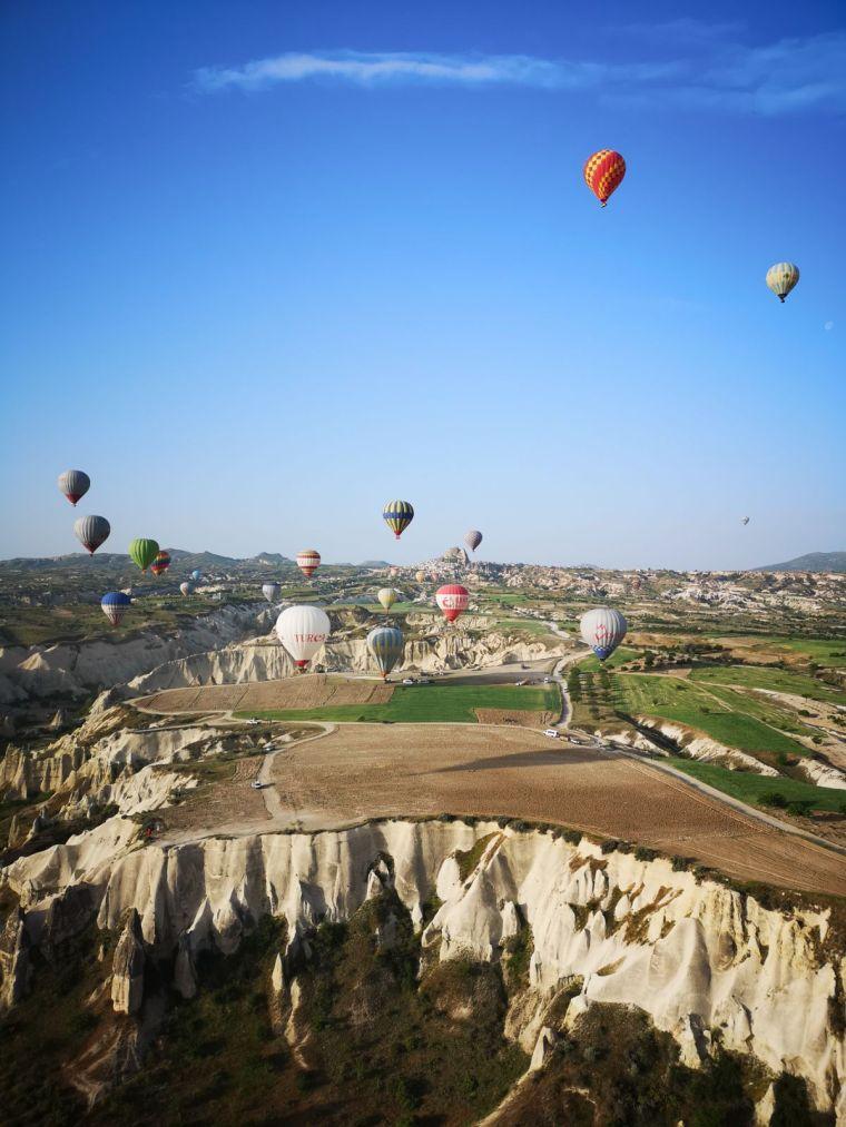 dimineata se zboara cu balonul in Cappadocia Turcia