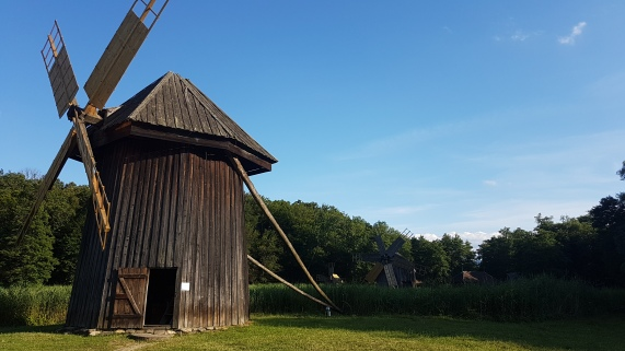 morile de vant de la muzeul Astra din Sibiu (1)