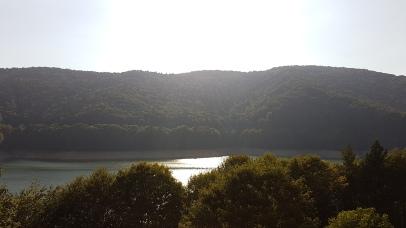 lacul Vidraru are o adancime de 155 m Imagini de la Valea cu pesti