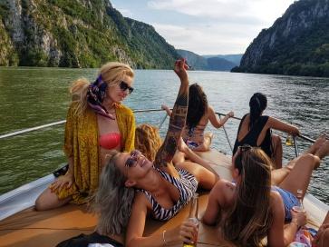 plimbare cu barca la cazanele dunarii orsova dubova