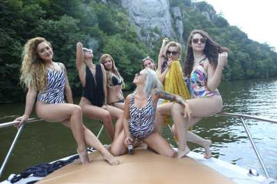 yachting girls at la vella