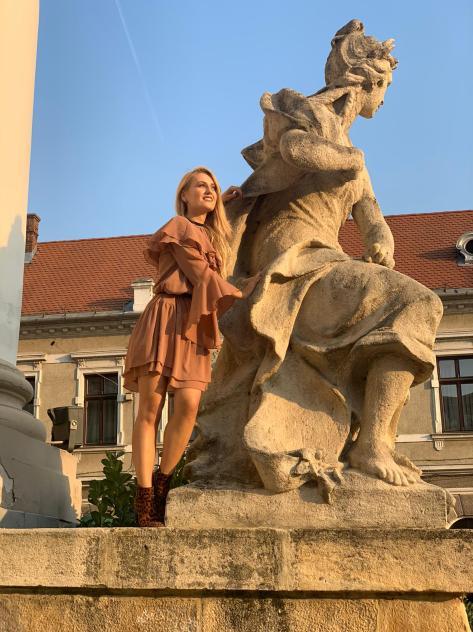 statuie teatru de stat Oradea