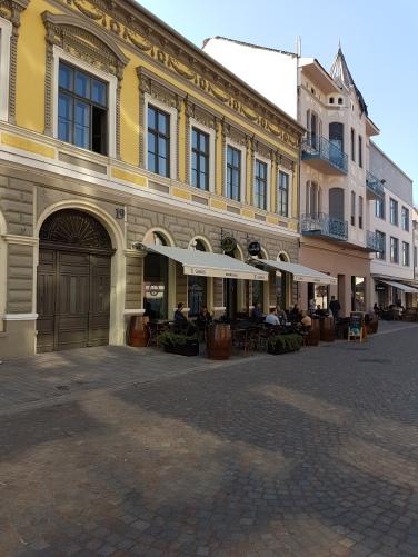 unde bem o cafea in Oradea pe Strada Vasile Alecsandri