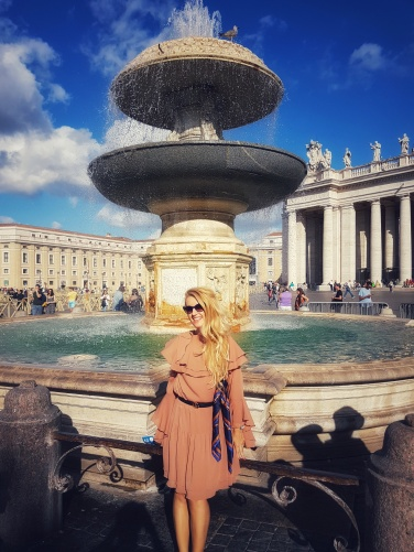 fantana arteziana din Piața San Pietro Vatican