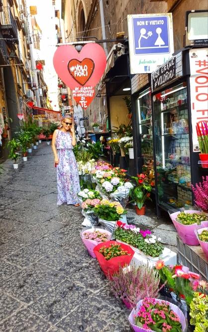 florarii pe strazile din Napoli