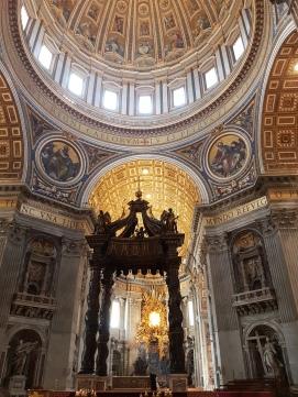 interiorul bazilicii Sfântul Petru din Roma