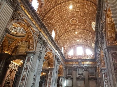 interiorul grandios Basilica San Piedro