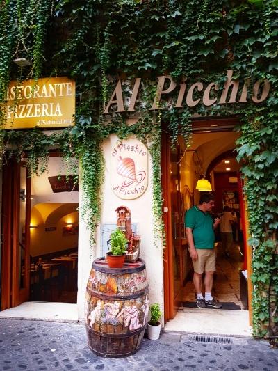 locuri unde se mananca bine langa Fontana Di Trevi