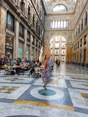Napoli ce se poate vizita Galleria Umberto