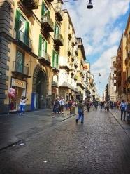 unde sa faci cumparaturi in Napoli pe Via Toledo