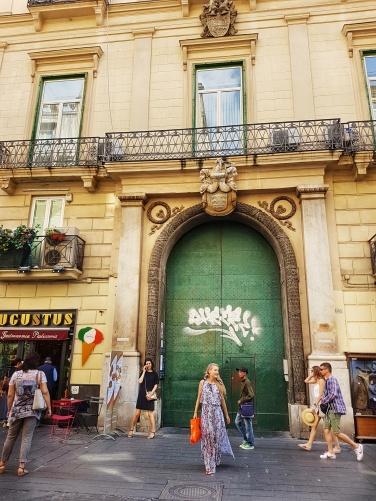 via toledo strada cu cele mai multe magazine din Napoli