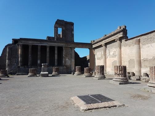 atractii turistice Pompei Templul zeului Appolo