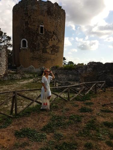 ce e de vazut la casertavecchia turnul castelului medieval