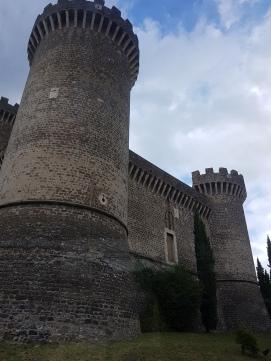Rocca Pia – atractii turitstice Tivolicastelul construit de Papa Pius al II-lea ca o fortăreață medievală cu patru turnuri