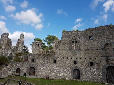 vechiul castel medieval de la casertavecchia