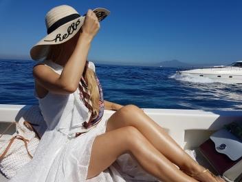 ce sa faci o zi in Capri plimbare cu barca
