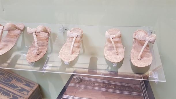 Încălțări tradiționale egiptene realizate din papirus