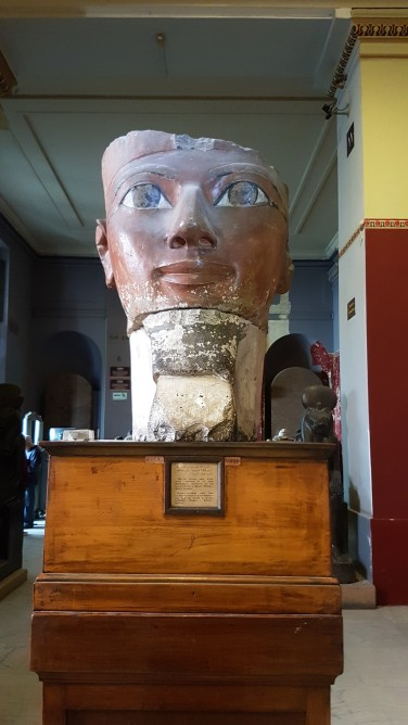 Capul din calcar al reginei HATSHEPSUT, cea mai faimoasă femeie faron din istoria Egiptului care a condus timp de 22 de ani