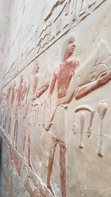 Mastaba prințesei Idut Saqqqara ofrande aduse zeitatilor, flori de papirus