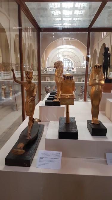 obiecte de aur gasite in mormantul faraonului Tutankamon