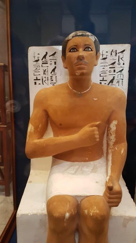 statuie Rahotep, fratele lui Cheops expusa la muzeul de Egiptologie din Cairo