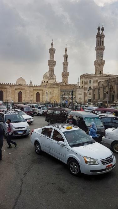 traficul din Cairo si moscheea din Marele Bazaar
