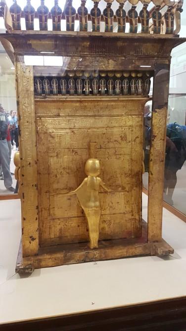 Ultimul sicriu din cele 4 aurite ale lui Tutankamon