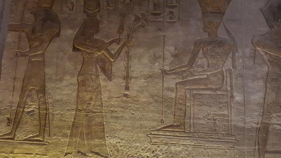 reprezentarea lui Horus in templul lui Nefertari de la Abu Simbel