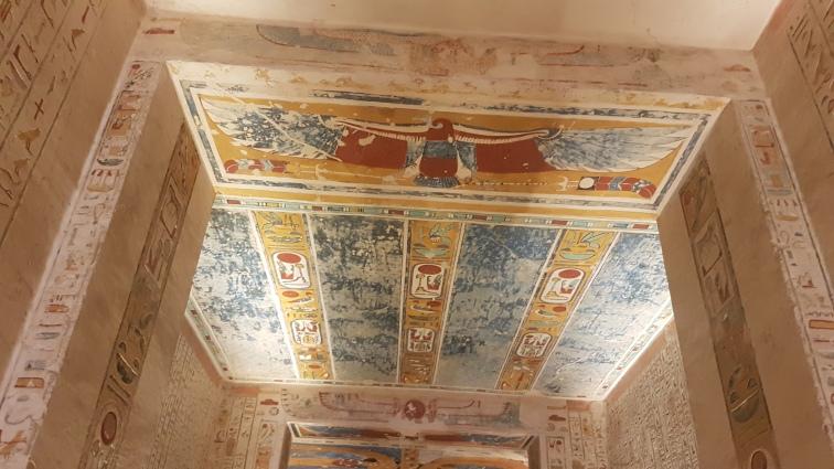 aripile zeitei Isis ce apara mormantul faraonuli Ramses al IVlea