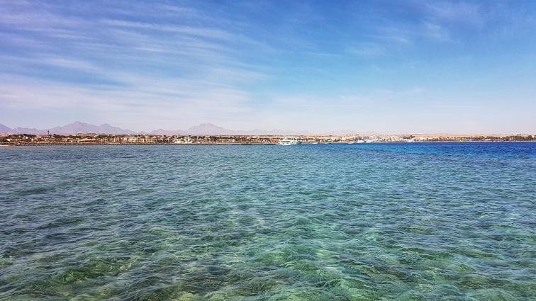 cele mai frumoase plaje cu nisip fin si intrarea lina in Marea Rosie din Hurghada