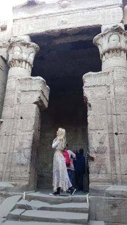 intrare in sanctuar templu de la Edfu
