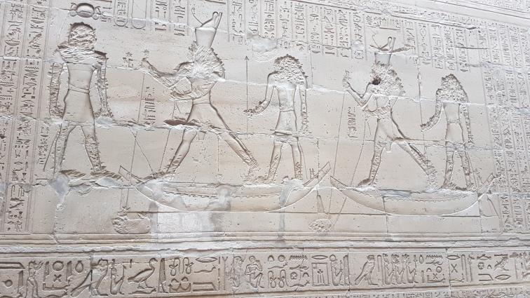 lupta continuta dintre bine si rau, reprezentati de Horus si Seth - simbolizat ca un hipopotam