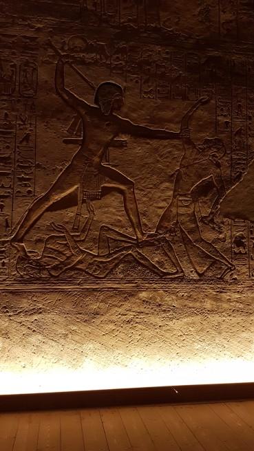 lupta dintre faraonul Ramsess al II-lea si dusman, reprezentata la templu de la Abu Simbel