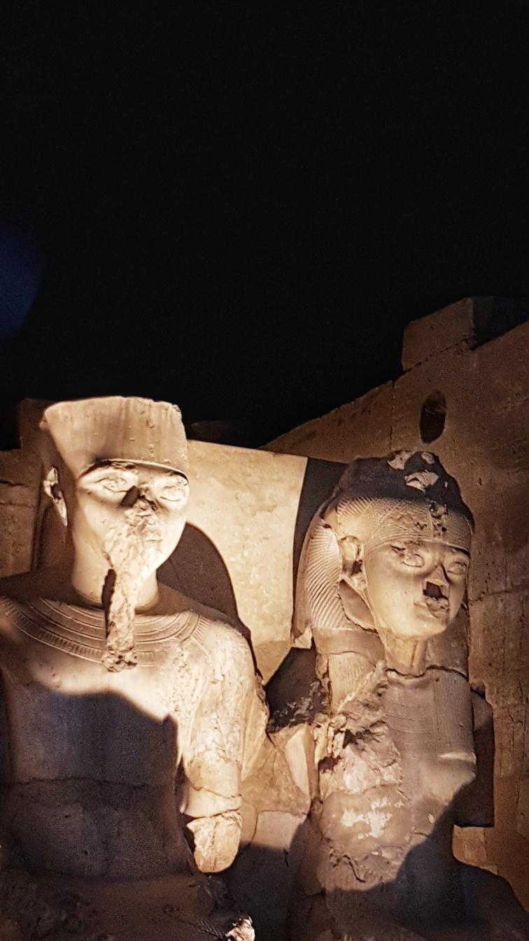 statuie Tutankamon si sotia lui