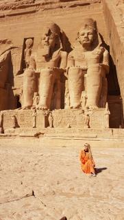 statuile lui Ramsses al II-lea la intrarea in templu de la Abu Simbel